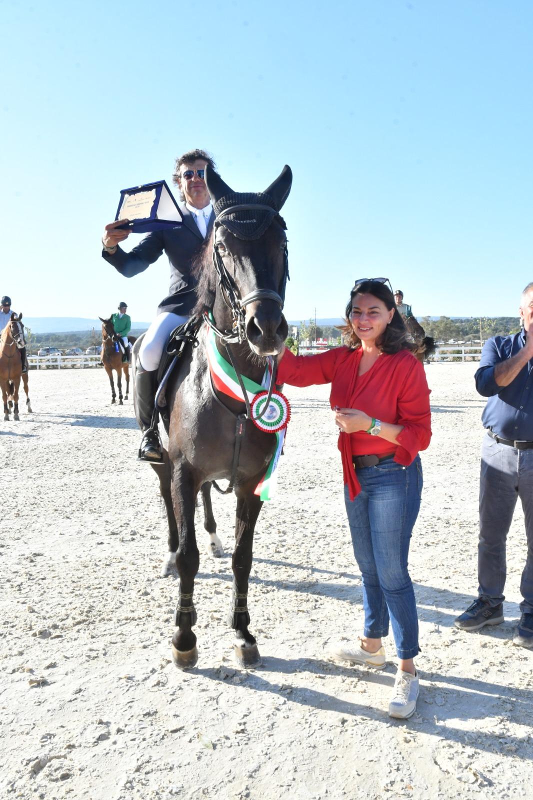 Le puledre Amal e Antilope vincono le selezioni sarde; Chiaudani firma il GP del Sardegna Jumping Tour (Naz. A6*))