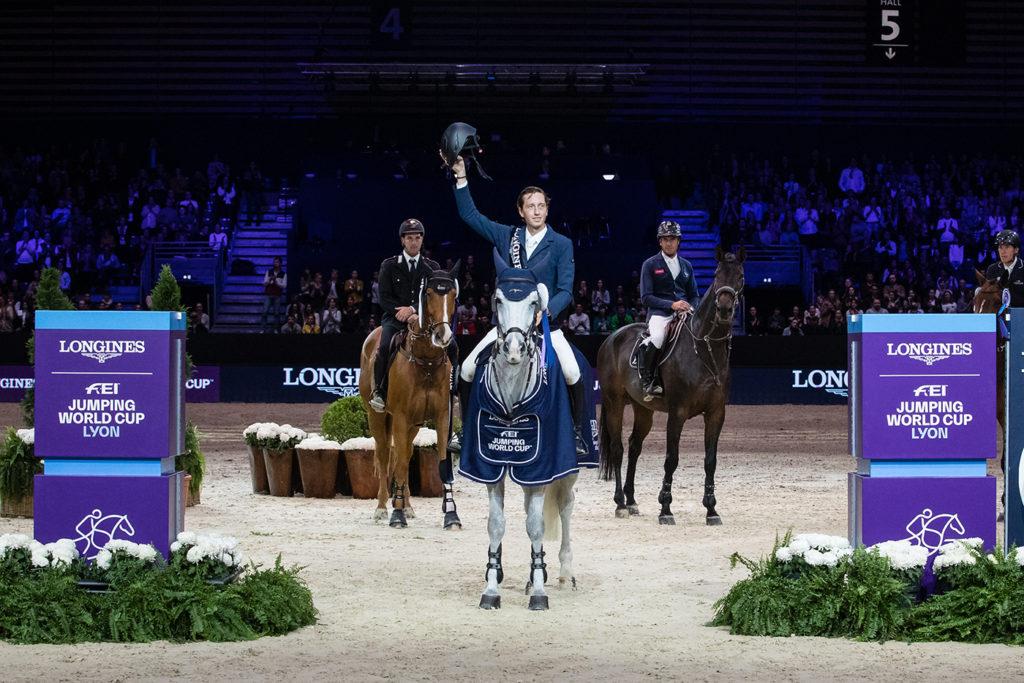 Lyon, Longines Grand Prix World Cup trionfa Martin Fuchs. Gaudiano ai piedi del podio 1