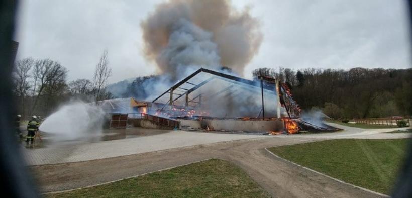Un terribile incendio distrugge la scuderia di Gerfried Puck