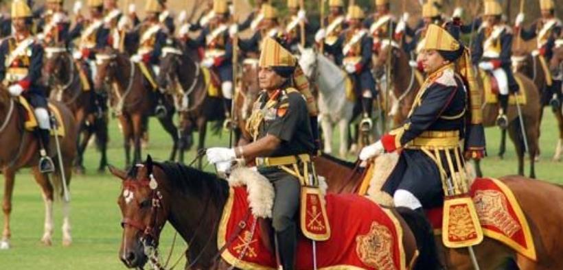 Tramonta in India l'ultimo reggimento a cavallo